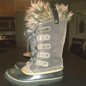 Womens size 6 Sorel Joan of arc boots